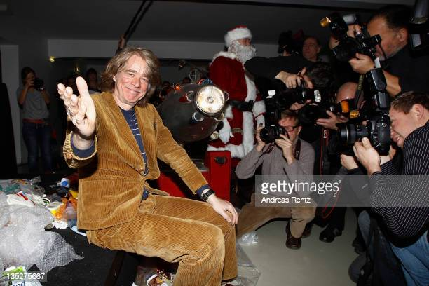 German comedian Helge Schneider poses for photographers during a press conference at Admiralspalast on December 8 2011 in Berlin Germany Schneider...