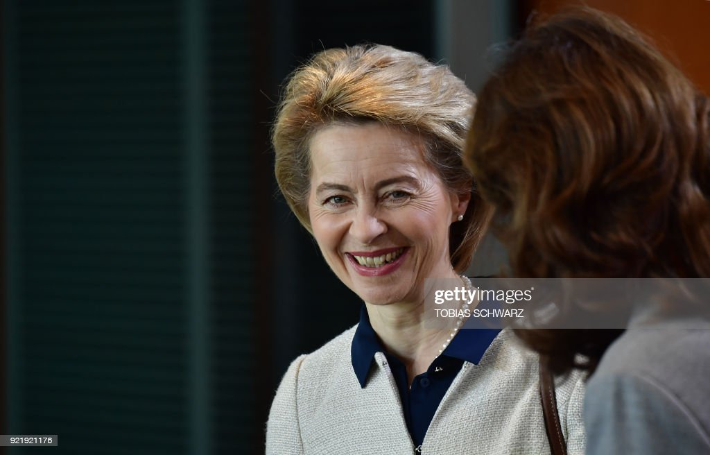 German Defence Minister Ursula von der Leyen arrives forthe weekly cabinet meeting at the Chancellery in Berlin on February 21, 2018. / AFP PHOTO / Tobias SCHWARZ