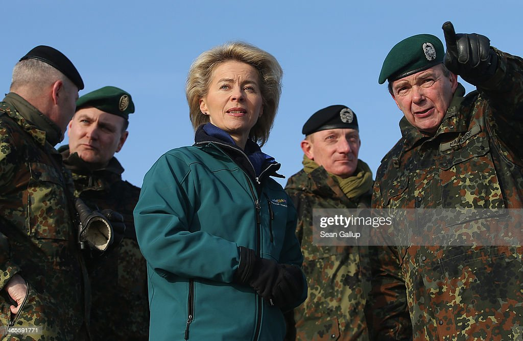 New German Defense Minister Von Der Leyen Visits Troops : Nachrichtenfoto