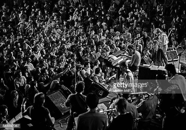 """German Democratic Republic Bezirk Berlin East Berlin - music festival """"Rock for Peace"""", spectators during a concert of the band """"Engerling"""" -"""