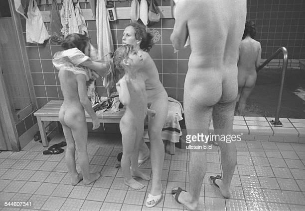German Democratic Republic Bezirk Berlin East Berlin sauna of the indoor swimming pool at ErnstThaelmannPark 1986