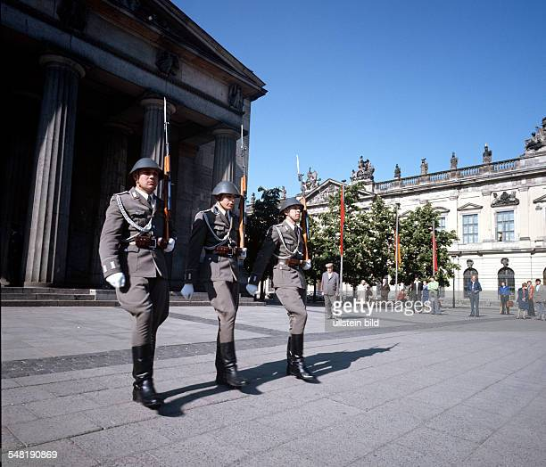 German Democratic Republic Bezirk Berlin East Berlin Soldiers of the NVA regiment 'Friedrich Engels' during changing of the guard in front of the...