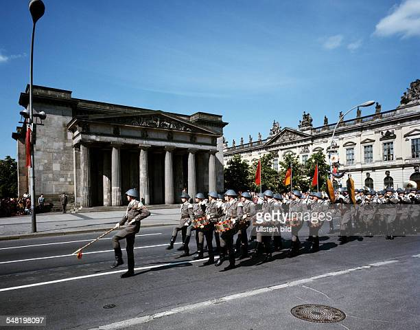 German Democratic Republic Bezirk Berlin East Berlin Soldiers of the National Peoples Army during changig of the guard in front of the cenotaph 'Neue...