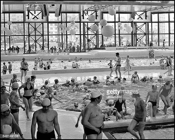 German Democratic Republic Bezirk Berlin East Berlin - swimming pool at SEZ, sports and recreation centre