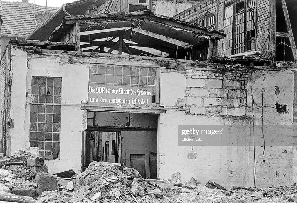 German Democratic Republic Bezirk Erfurt Heiligenstadt - slogan of the SED party at a rotten factory building - um 1982 : News Photo