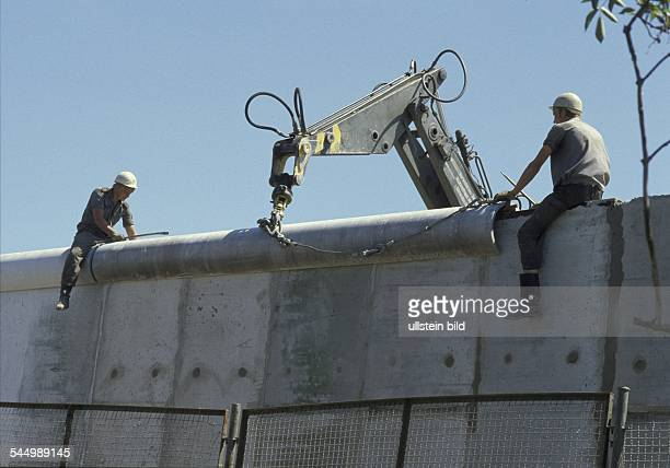German Democratic Republic - Ost-Berlin East Berlin: Border troops of the NVA during maintainance works at the Berlin Wall - June 1986
