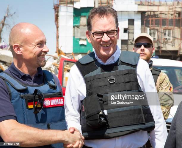 German Development Minister Gerd Mueller CSU in conversation with Pehr Lodhammar head of UNMAS mission in Iraq Booby trap removal at Al Shifaa...