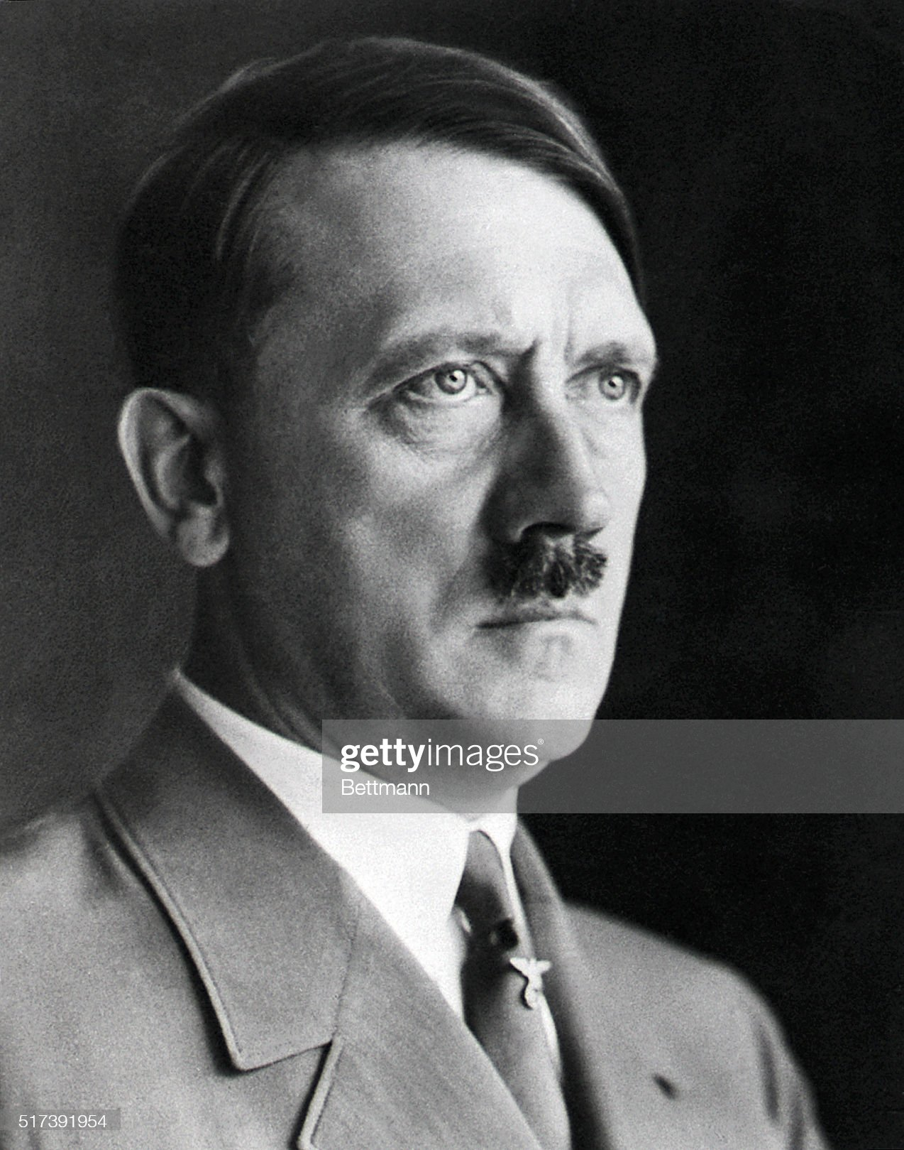 ¿Cuánto mide Adolf Hitler? - Altura - Real height German-dictator-adolf-hitler-in-military-uniform-picture-id517391954?s=2048x2048