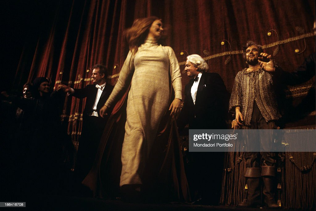 German director Wolfgang Wagner, German bass Kurt Moll, Swedish soprano Catarina Ligendza, who played the role of Isotta, and German-born Argentinian conductor Carlos Kleiber (Karl Ludwig Kleiber) receiving the applause of the public at the end of the opera Tristan und Isolde performed at La Scala. Milan, April 1978.
