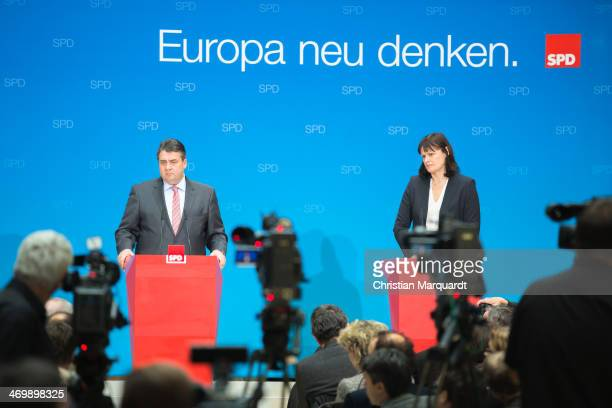 German Economy Minister and Vice Chancellor Sigmar Gabriel delivers a statement after the SPD Party Committee meeting in the Wily-Brandt Haus on...