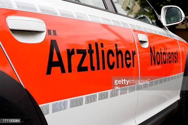 Deutsche Notfall-medizinische Versorgung Auto-Seitenansicht