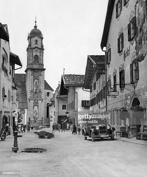 German Empire - Bayern Freistaat - Mittenwald: upper market with the parish church of St. Peter and Paul - Photographer: Atelier Binder- Published...