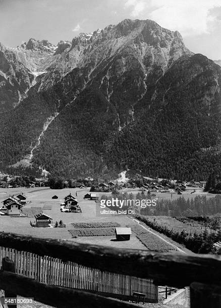 German Empire - Bayern Freistaat - : Upper Bavaria: Mittenwald in the upper Valley of the River Isar in front of the Karwendel mountains -...