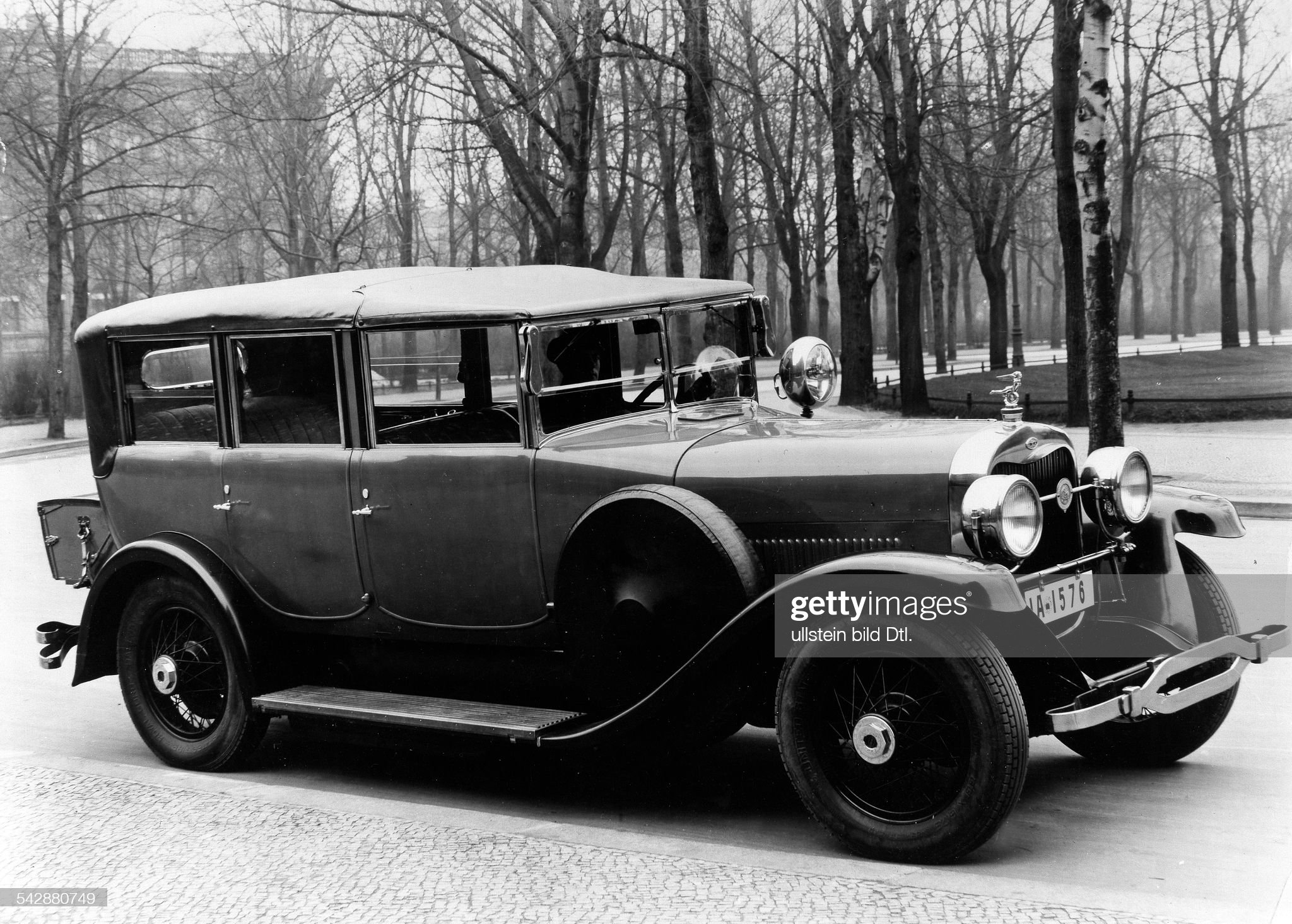 German Empire, car: 22/90-PS Lincoln Transformable- Photographer: Zander & Labisch- Published by 'Dame' 10/1927 : News Photo