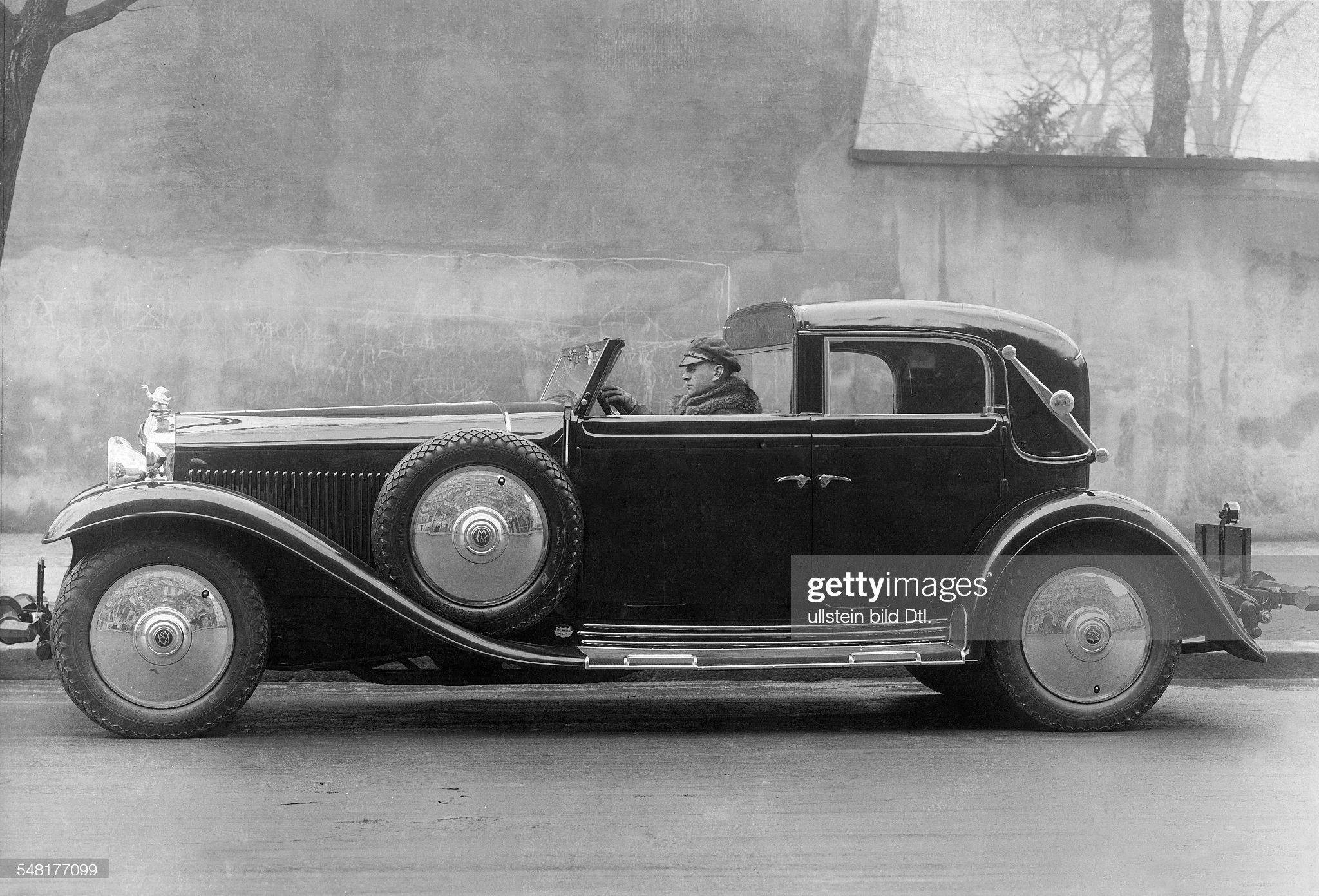German Empire, car: 8-cylinder 16/80 hp Minerva coupe cabriolet Neuss - Photographer: Zander & Labisch - Published by: 'Die Dame' 11/1931  Vintage property of ullstein bild : News Photo