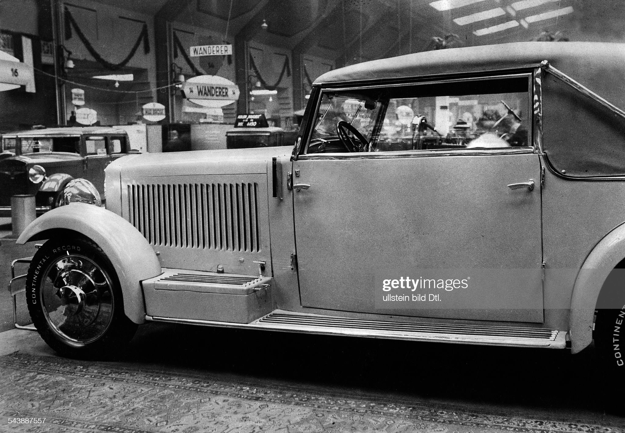 German Empire, car: 'Gropius' Adler - Photographer: Hans Henschke- Published by: 'Die Dame' 14/1931Vintage property of ullstein bild : News Photo