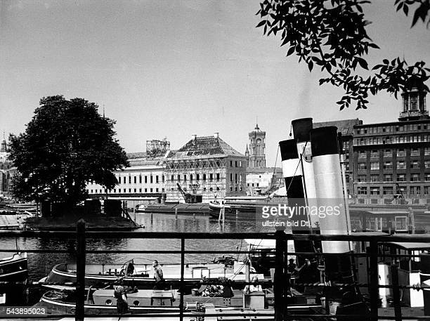 German Empire Free State Prussia Brandenburg Province Berlin Newly constructed building of the Staatlichen Muenze on the Maerkisches Ufer along the...