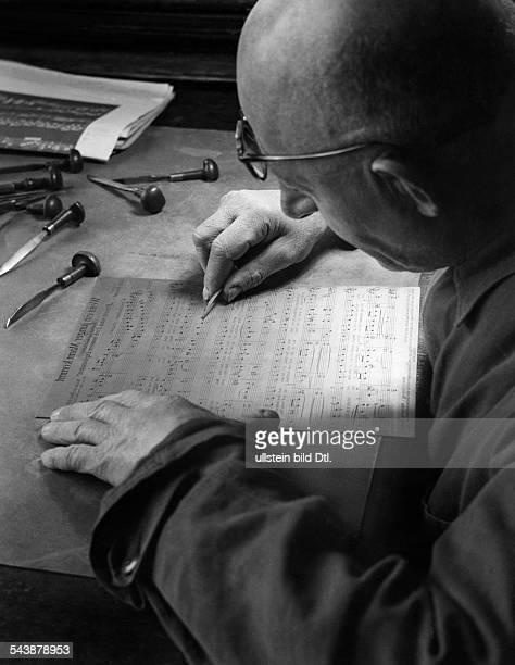 German Empire Free State Prussia Brandenburg Province Berlin Production of sheet music for the piece ' Wenn ein junger Mann kommt ' Music engraver...