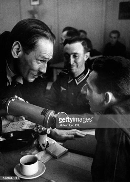 German Empire Free State Prussia Brandenburg Province Berlin Radio station ' Reichssender Berlin ' Reporter Hugo Landgraf during a reportage with a...