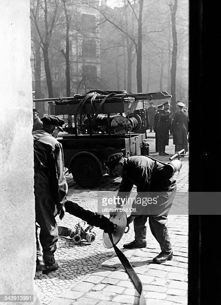 German Empire Free State Prussia Brandenburg Provinz Berlin Air raid drill ' Grosse Berliner Luftschutzuebung ' firemen at work Photographer Heinz...