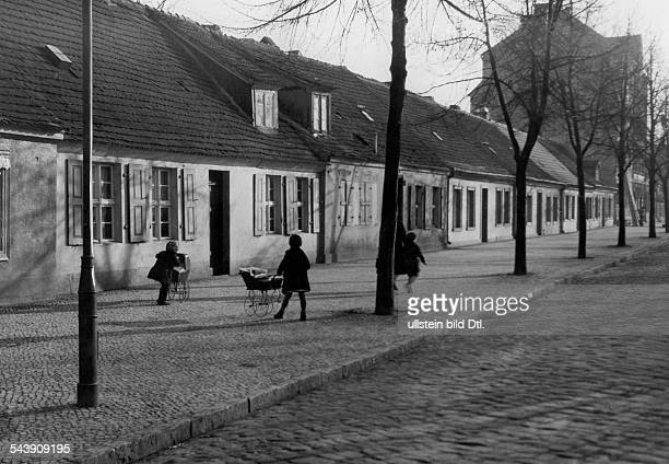 German Empire Free State Prussia Brandenburg Provinz Luckenwalde playing children in a street Photographer Dephot Werner Cohnitz Published by 'Tempo'...