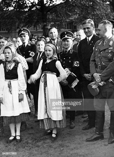 German Empire Free State Prussia East Prussia Province Rust Bernhard Politician NSDAP Germany *30091883 with children from Eastern Prussia at a BDU...