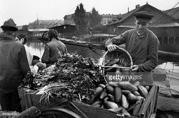 German Empire Free State Prussia Ostpreussen Provinz Koenigsberg ' MoosbruchFarmer ' trading with potatoes in the Pregel harbour of Koenigsberg...