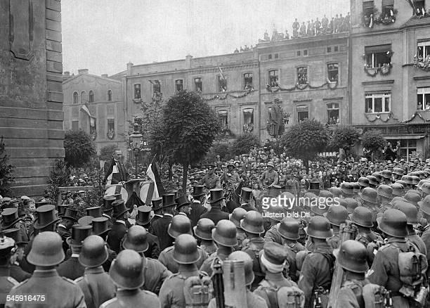 German Empire Free State Prussia Schlesien Provinz People welcoming the Reichswehr in Kreuzburg/ Upper Silesia Dr Menz holding a speech Photographer...