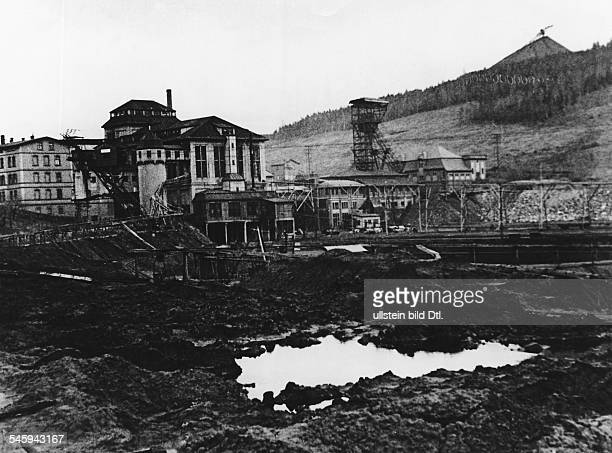 German Empire Free State Prussia Silesia province Series closure of the mine in Wenzeslaus Neurode / Upper Silesia view of the disused pit...