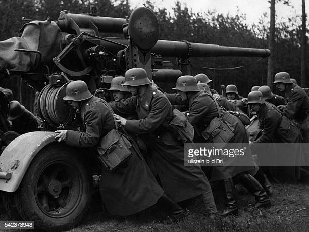 German Empire Germany soldiers pushing an antiaircraft gun Photographer Max Ehlert Published by Sirene 25/1937Vintage property of ullstein bild