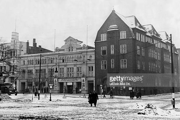 German Empire Hamburg Free and Hanseatic city Reeperbahn the HansDruckertheatre at the Spielbudenplatz Photographer UMBO Published by 'Erika'...