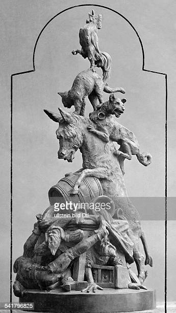 German Empire Hanseatic city Bremerhaven Sculptur of the 'Bremer Stadtmusikanten' at the cellar of a town hall in Bremen Photographer Hans Treux...
