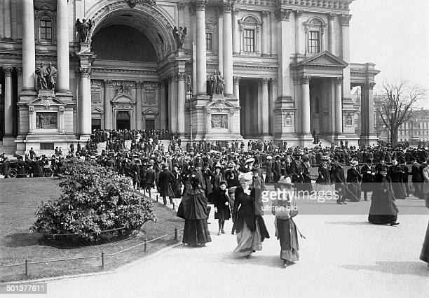 Berlin Cathedral people standing outside the church after the mess undated probably around 1910 Photographer Haeckel