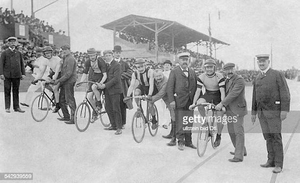 German Empire Kingdom Prussia Berlin Berlin: Cycling Cyclists at the start for the endurance race on the cycling track of Berlin Steglitz - undated,...