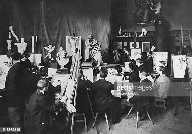 German Empire Kingdom Prussia Berlin Berlin MartinGropiusBau nude drawing class at the Museum of Applied Arts' academy 1910 Photographer Zander...