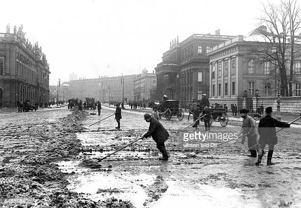 German Empire Kingdom Prussia Berlin Berlin The street Unter den Linden is being cleared of the first snow of the winter View to the east in the...