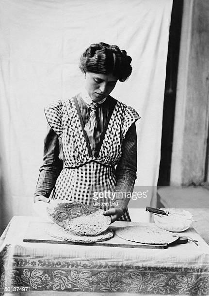German Empire Kingdom Prussia Berlin Berlin Women preparing a cake undated probably around 1910 Photographer MKoch