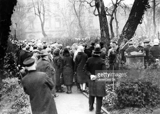German Empire Kingdom Prussia Berlin Berlin Wreathlaying ceremony at the graveyard in Friedrichshain in remembrance of the revolution of 1848...