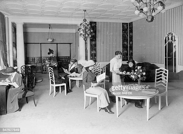 German Empire Kingdom Prussia Berlin Kreuzberg The store Kaufhaus RM MaassenIn the salon the employees offer coffee to the customers about 1913...