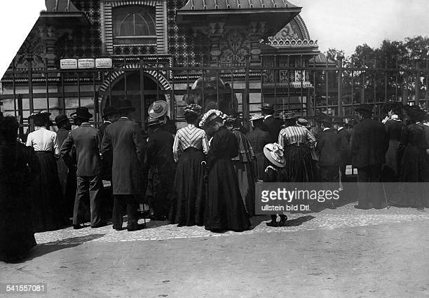 German Empire Kingdom Prussia Brandenburg Provinz Berlin Zoological Garden Visitors in front of the Elephant's house Published by 'Berliner...