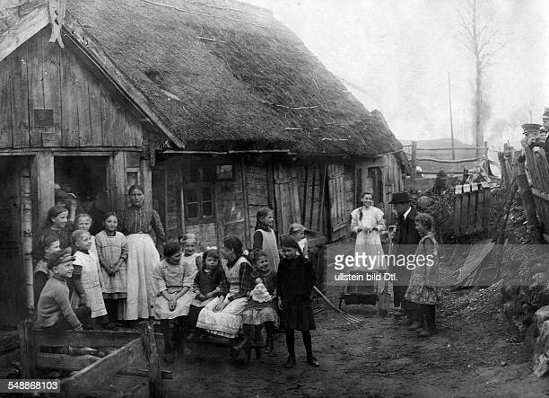 German Empire Kingdom Prussia East Prussia Province Berlins youth in East Prussia At a masurian farmstead Children talk about their journey...