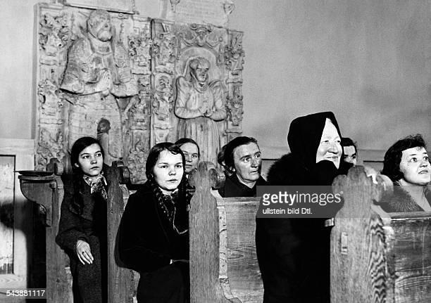 German Empire Saarland / Saargebiet SaarpfalzKreis Blieskastel Mimbach Women and Girls during a thanksgiving service at church Photographer Reinke /...