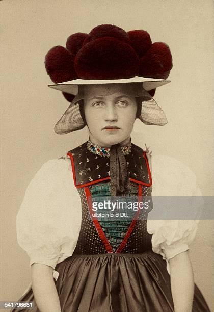 German empire Schwarzwald Woman with 'Bollenhut' from Gutachtal Published by 'Berliner Illustrirte Zeitung' 1907Vintage property of ullstein bild