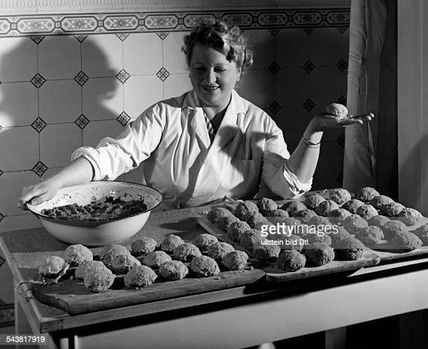 German Empire woman preparing meatballs in the kitchen 1940Photographer Peter WellerVintage property of ullstein bild