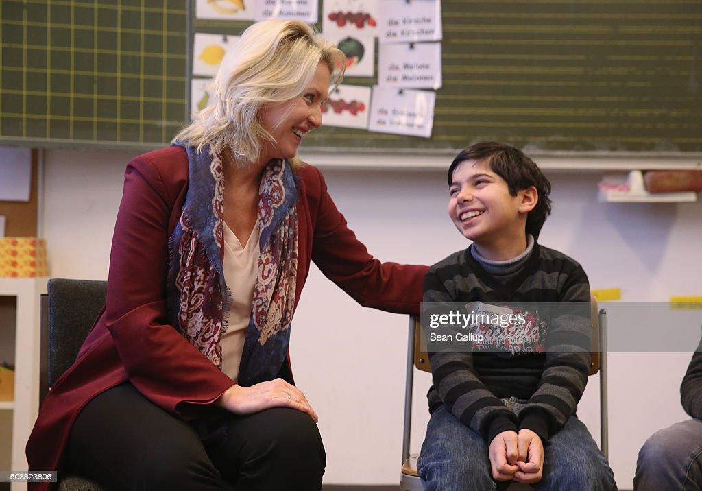 Germany Expands Language Classes For Migrant Children : Nachrichtenfoto