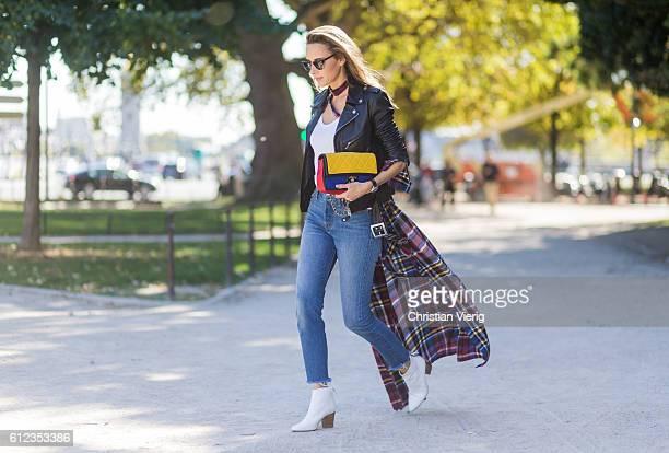 German fashion blogger and model Alexandra Lapp wearing Levis denim jeans a white James Perse tshirt L'Agence plaid dress white Zara shoes Ray Ban...