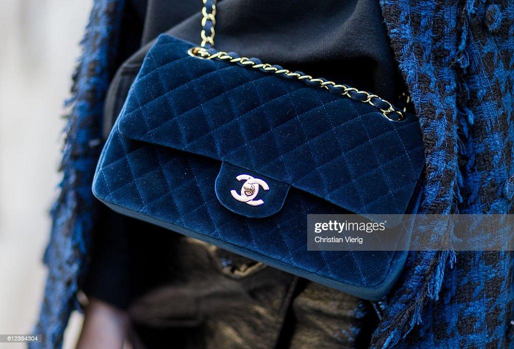 Street Style : Day Seven  - Paris Fashion Week Spring/Summer 2017 : Nyhetsfoto
