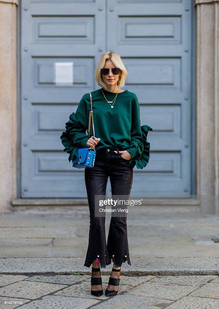 Street Style: September 24 - Milan Fashion Week Spring/Summer 2017 : News Photo