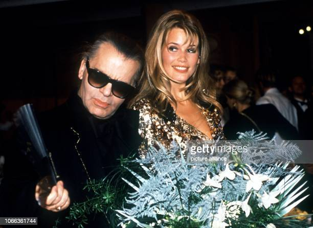 German fashion designer and entrepreneur Karl Lagerfeld with ClaudiaSchiffer at the Bambi awards in Munich on 12 December 1991 Lagerfeld who is also...