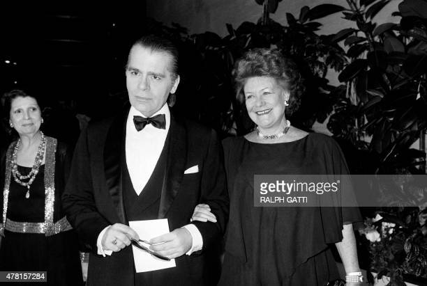 German fashion designer Karl Lagerfeld and Nicole Russell Duchess of Bedford arrive on March 16 1985 for the annual Rose Ball at the MonteCarlo...
